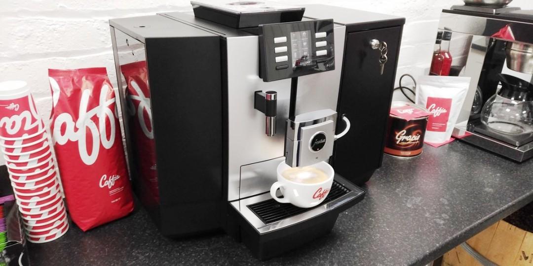 https://caffiacoffee.co.uk/wp-content/uploads/2017/03/Jura-JX8-Swiss-Coffee-Machine-With-Fresh-Milk-1080x540.jpg